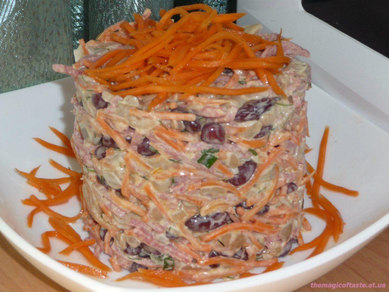Салат с корейской моркови и фасоли с сухариками и