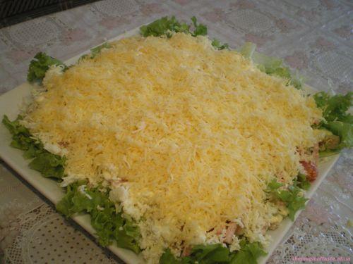 Рецепт салата с курицей и сыром и ананасом и чесноком